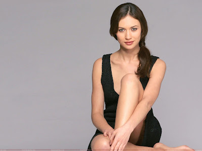 olga_kurylenko_hot_sitting_wallpaper_fun_hungama_forsweetangels.blogspot.com
