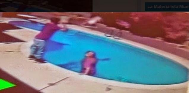Tipo lanza su bebé a la piscina como castigo y queda captado