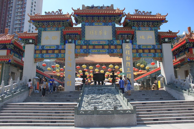 The front entrance of Wong Tai Sin Temple before heading to praying in front of the God and kau cim to read your fortune at Wong Tai Sin Temple in Kowloon, Hong Kong