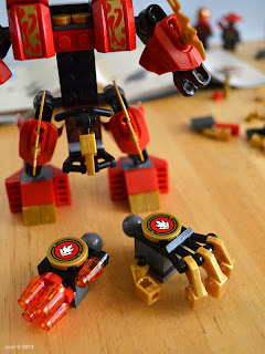 lego ninjago - the hand details... one for blasting and one for grabbing