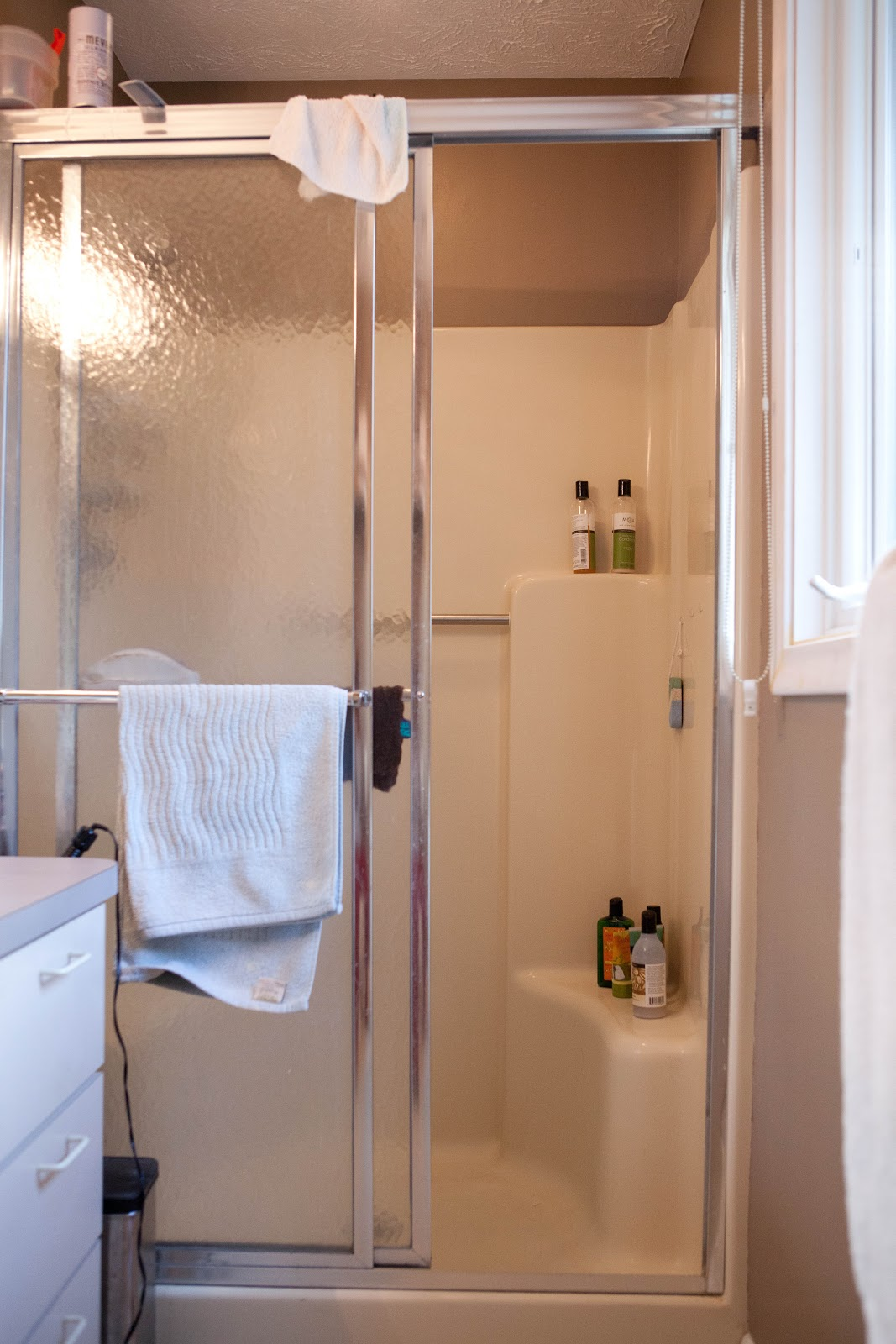 how to clean a very dirty fiberglass bathtub
