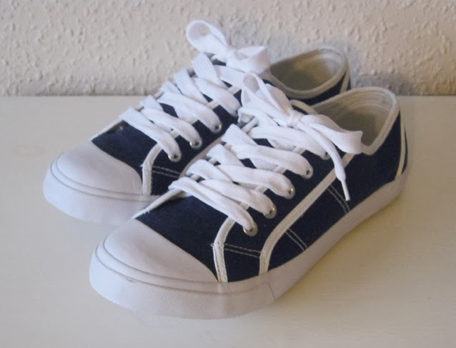 http://www.ebay.com/itm/New-odd-size-sneakers-38-and-39-UK-5-and-6-/171225540732?pt=UK_Women_s_Shoes&hash=item27ddd6687c