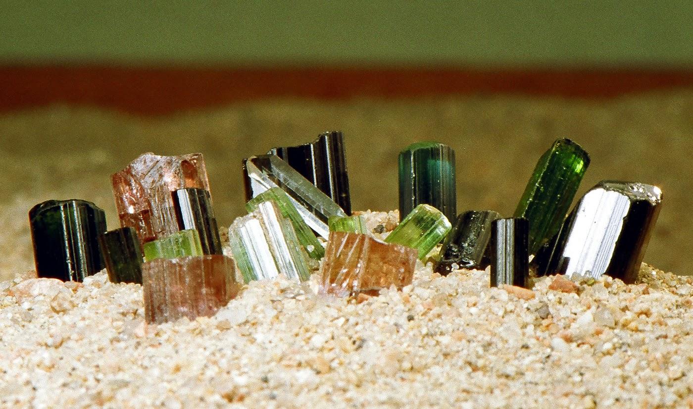 Gioielli e pietre preziose... Group-of-tourmaline%5B1%5D