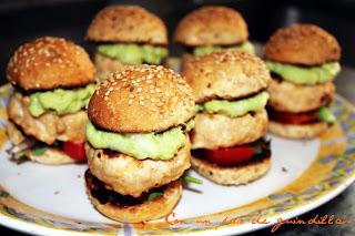 Mini hamburguesas de pavo picantes con guacamole