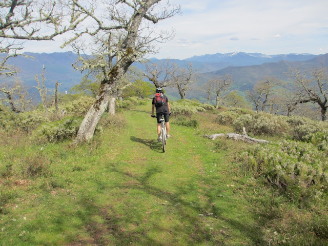 Pico Jano y la Viorna en bicicleta