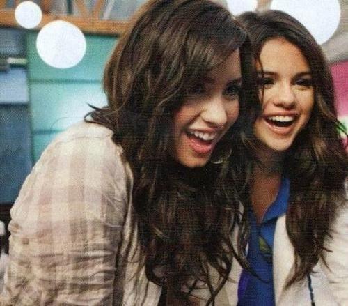 Demi Lovato And Selena Gomez Kissing Hollywood Trendy: Demi...