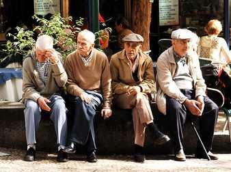 Grupo de ancianos en los sueños