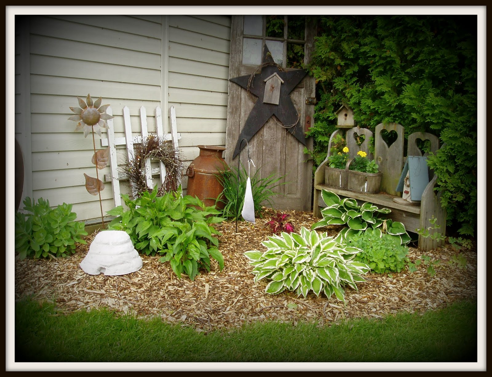 The hoskins homestead some garden photo 39 s for Garden accents and decor