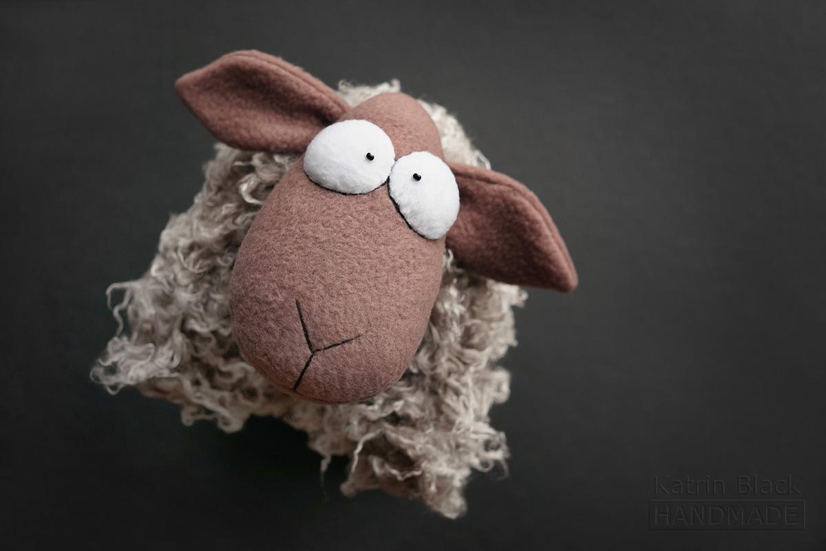 Игрушка ручной работы Овечка - подушка. Сшить овечку. Прикольный подарок на Новый Год.
