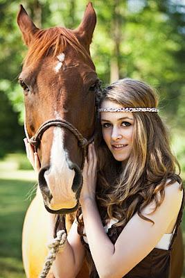 Kuda Selamatkan Perempuan Dari Serangan Sapi - www.jurukunci.net