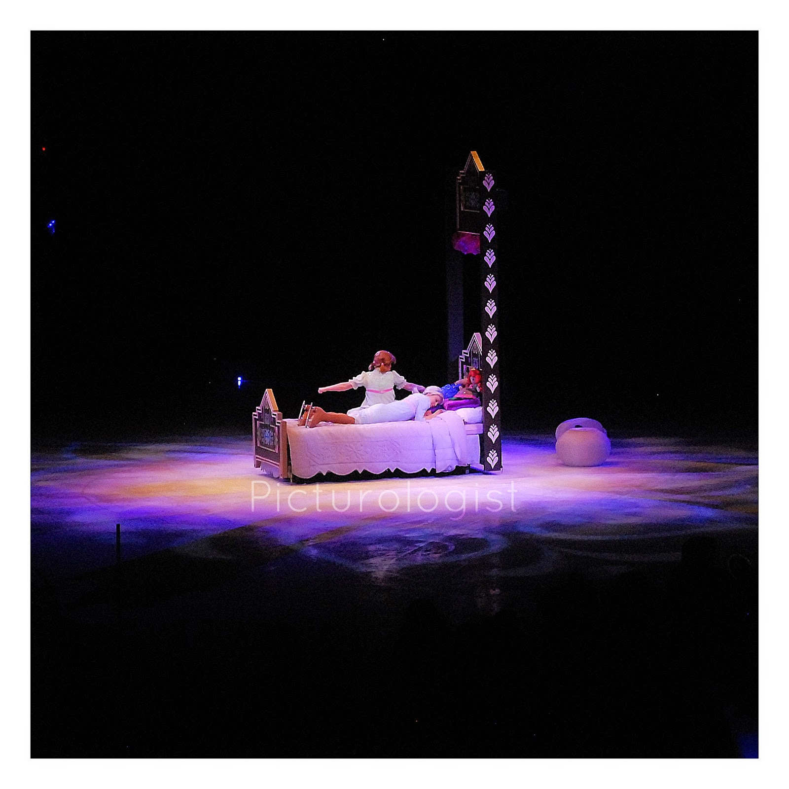 Anna and Elsa - The sky is awake #disneyoniceinsider