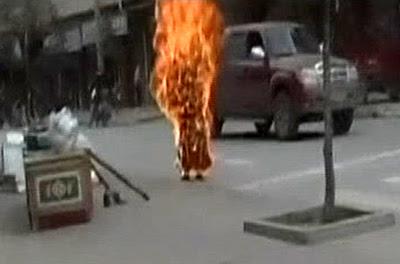 China: TRÊS PESSOAS IMOLARAM-SE PELA LIBERDADE DO TIBETE