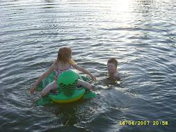 Onnea on uida järvessä