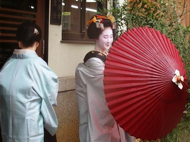 宮川町組合へは女将さんとご一緒に挨拶に行った。