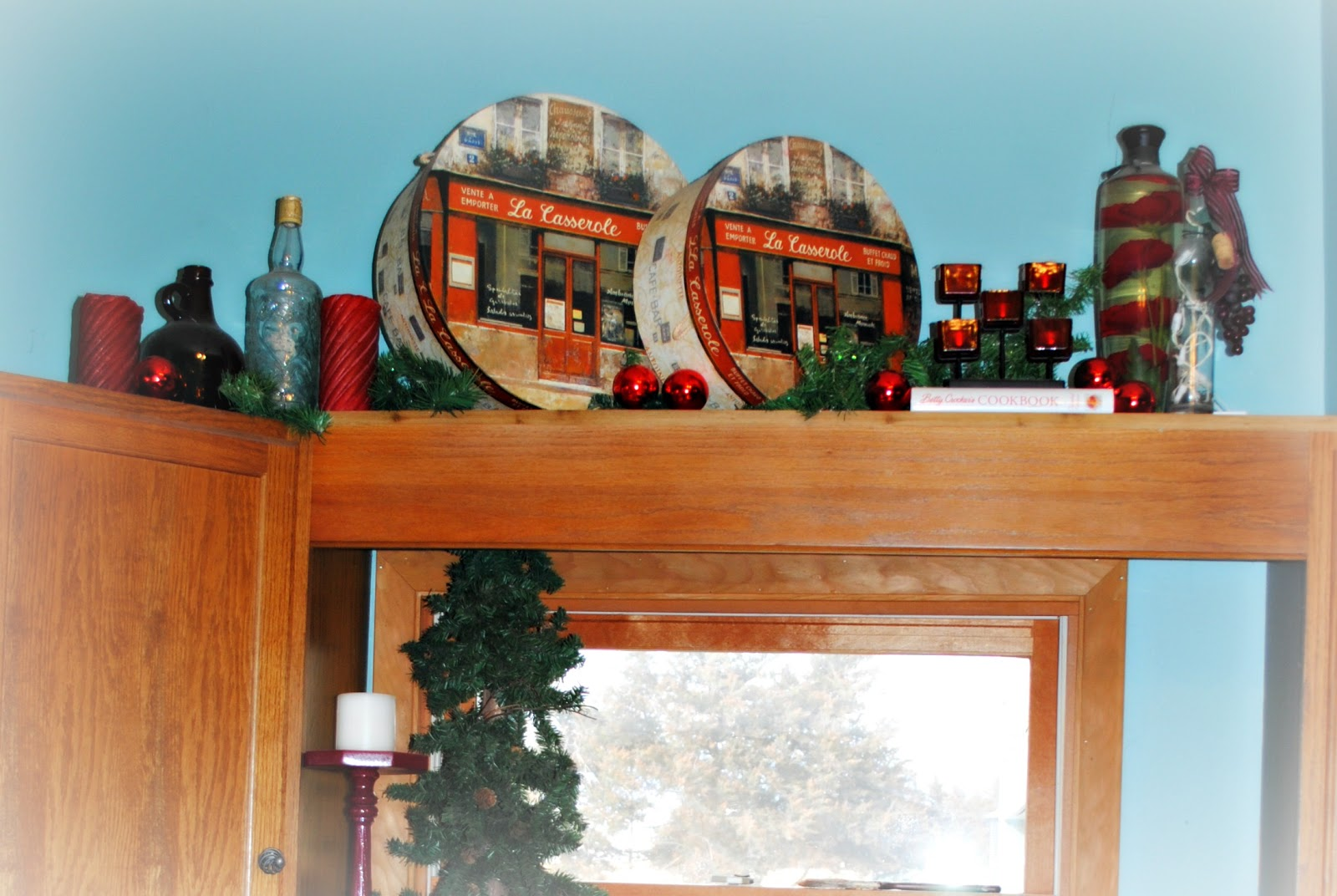chores and chandeliers : Christmas Decorations: Kitchen