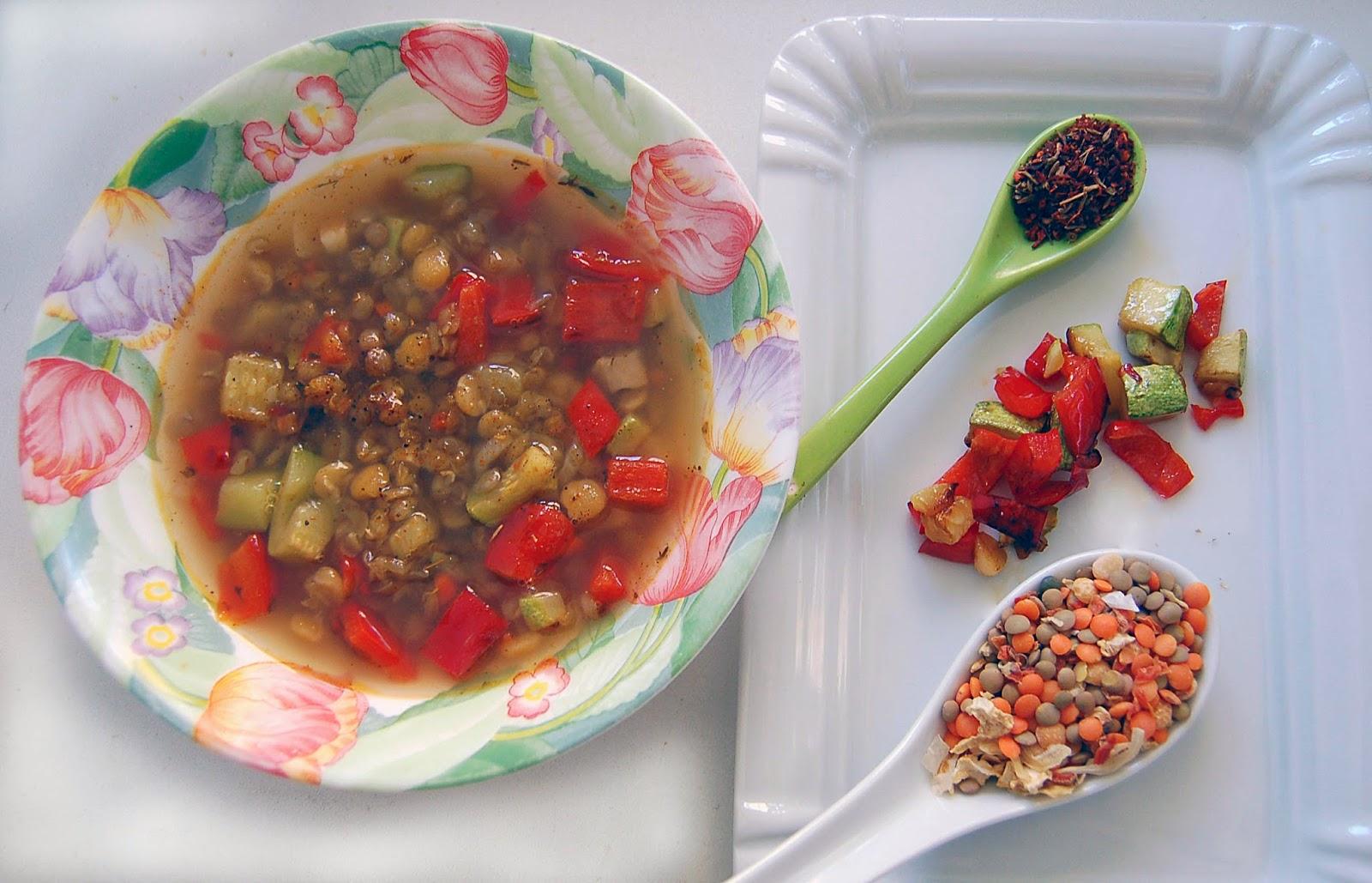 Суп из красной и зеленой чечевицы с цуккини и перцем