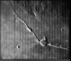 الآثار على القمر