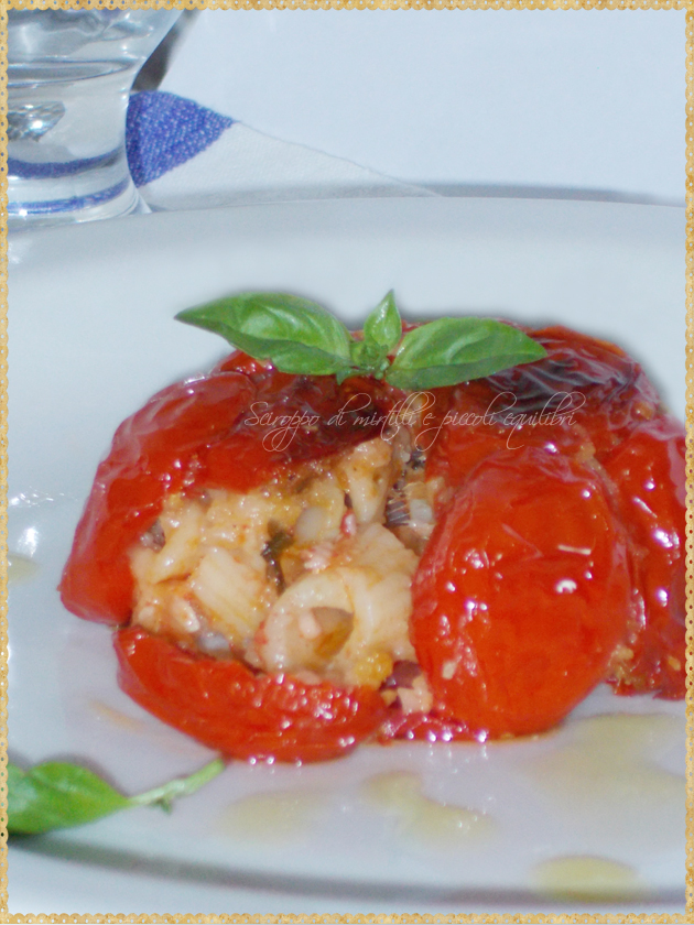 Timpano guscio di pomodori con pasta tipico napoletano