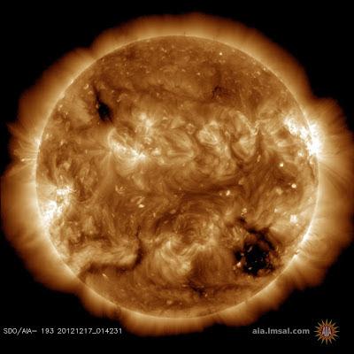 ALERTA GEOMAGNETICA: AGUJERO EN LA CORONA SOLAR, 17 DE DICIEMBRE 2012