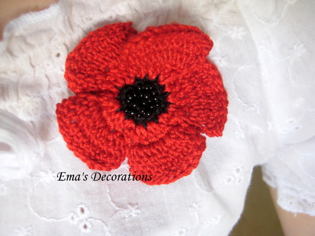Free Crochet Poppy Brooch Pattern : Ema Decorations: Crochet Poppy Brooch - a pattern