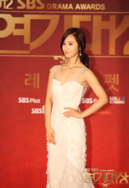 Yuri en los SBS Drama Award 2012 Snsd+yuri+sbs+drama+awards+2012+(3)