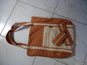 Minha primeira bolsa...amei fazer, ainda mais que foi para minha mãe que tanto amo!!