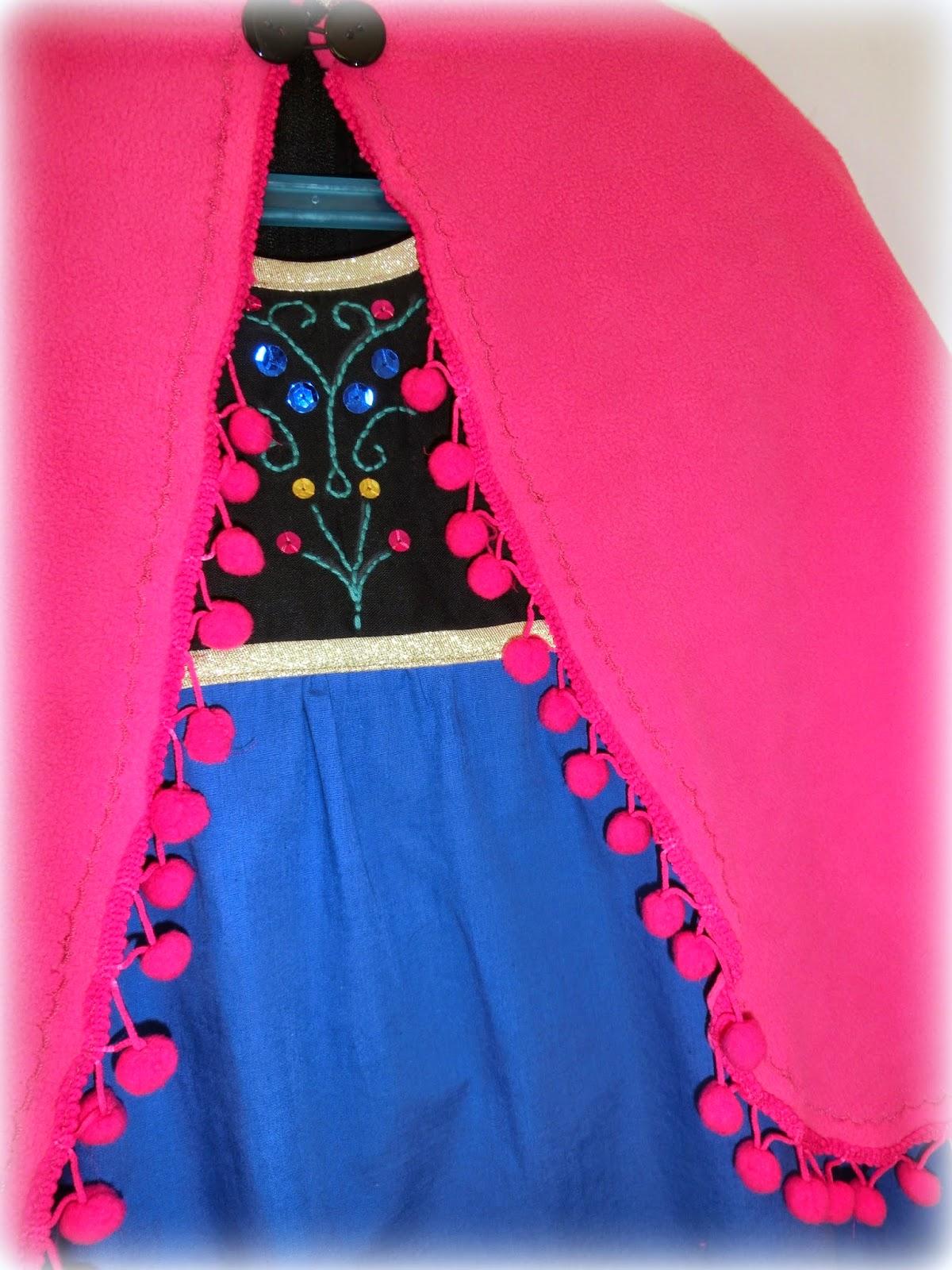 les tissus nont pas t difficiles trouver la robe est tout simplement en coton de diffrentes couleurs du noir pour le haut du bleu roi pour le bas