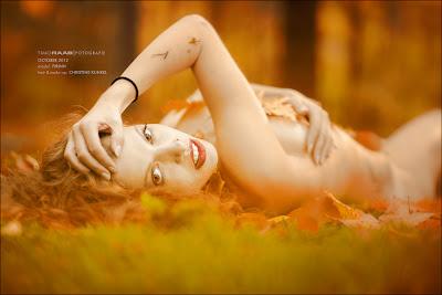 Autumn Beauty American Beauty Christine Kunkel Timo Raab Firinn Make Up Artist Model Fotoshooting Fotograf Outdoor Herbst rote Lippen Smokey Eyes Locken redhead Visagistin Maskenbildnerin Heißwickler Schönheit Akt