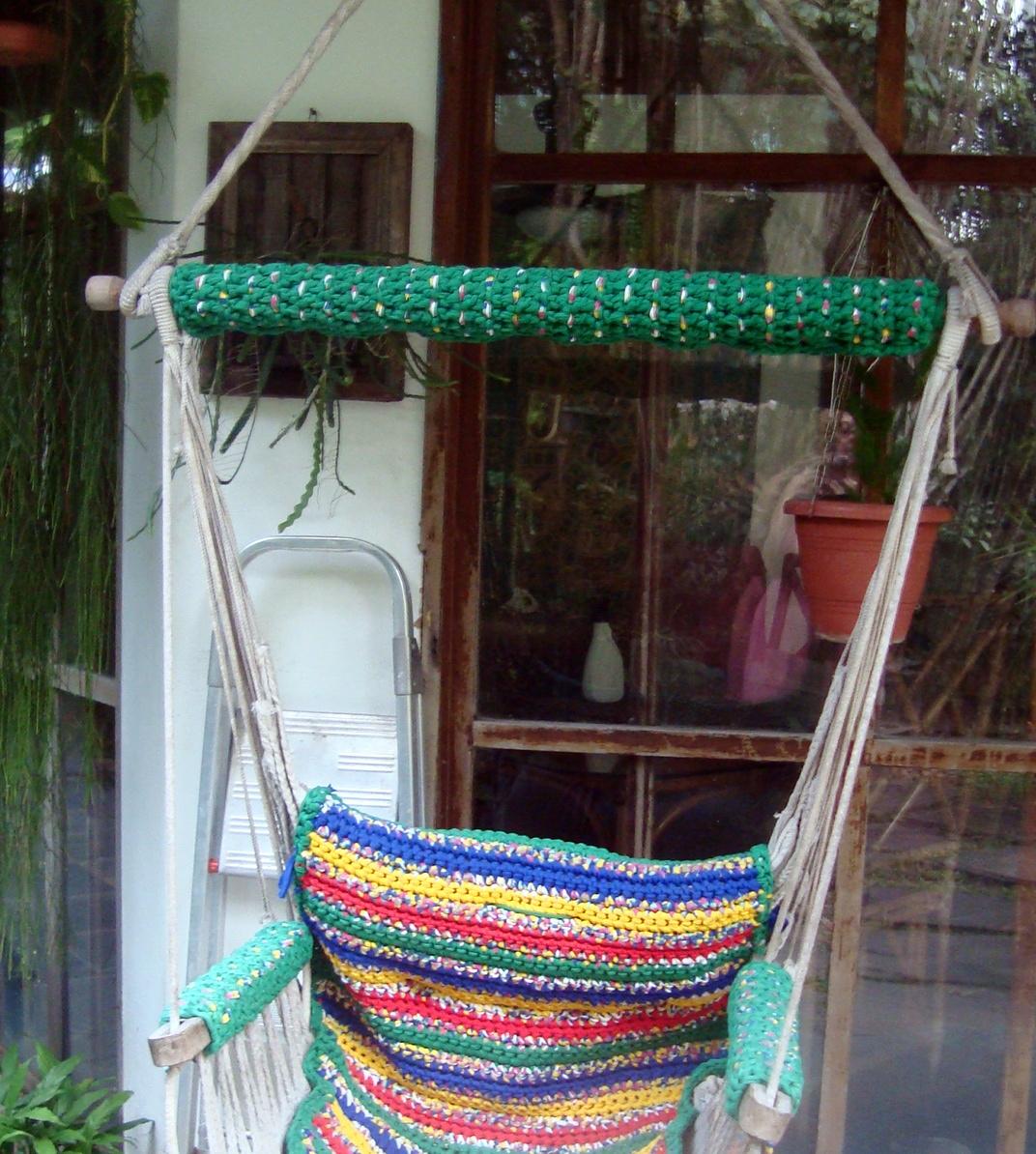 Cadeira de balanço pendurada no teto (o pano estava muito usado). #A28B29 1072x1194
