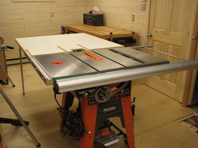 une r alisation de tomy b dard table de support pour banc de scie outfeed table. Black Bedroom Furniture Sets. Home Design Ideas
