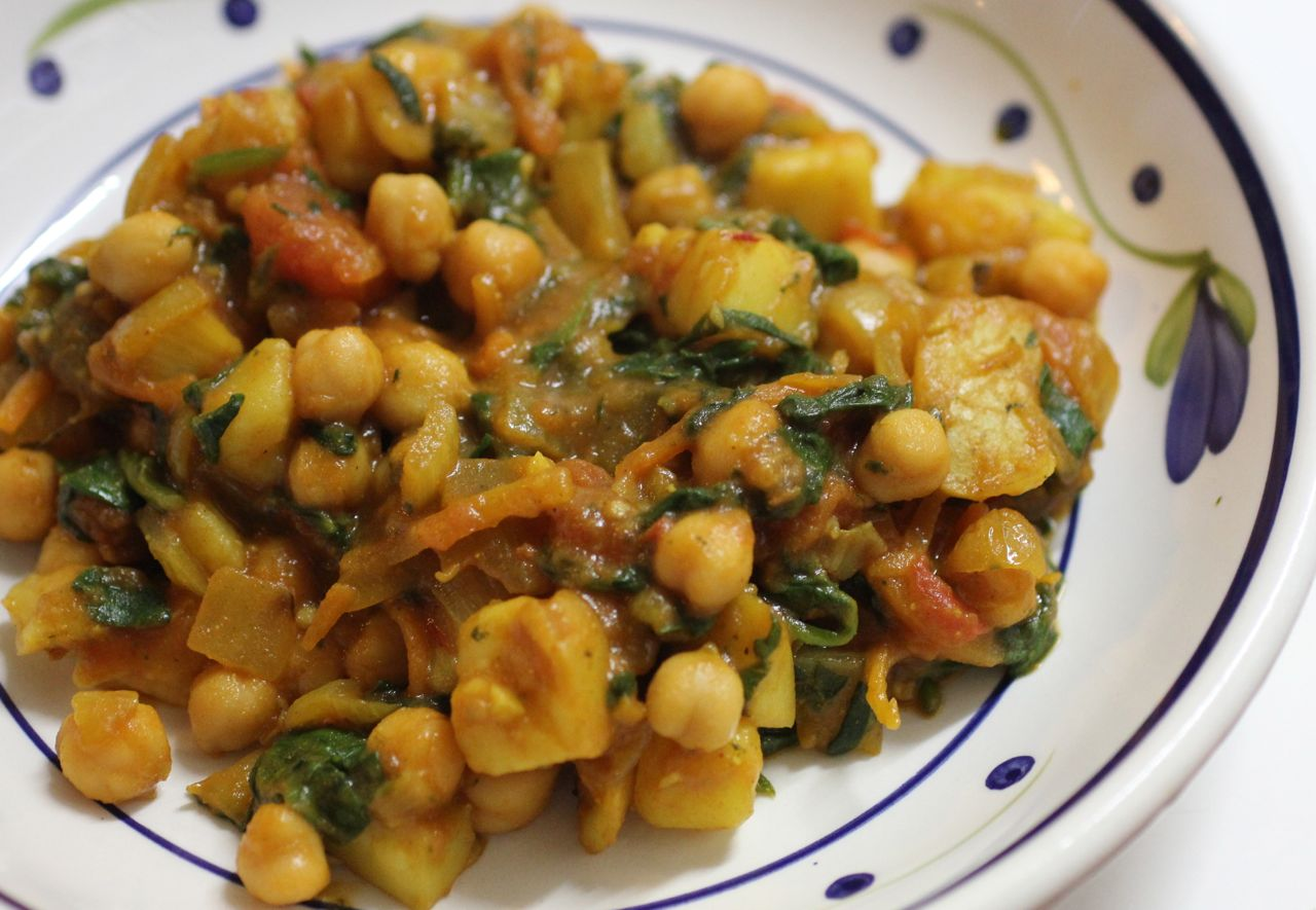 ... Gourmet Giraffe: MLLA Chickpea and potato curry with mango chutney
