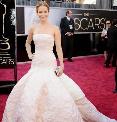 Jennifer Lawrence con vestido blanco en Los Oscar 2013