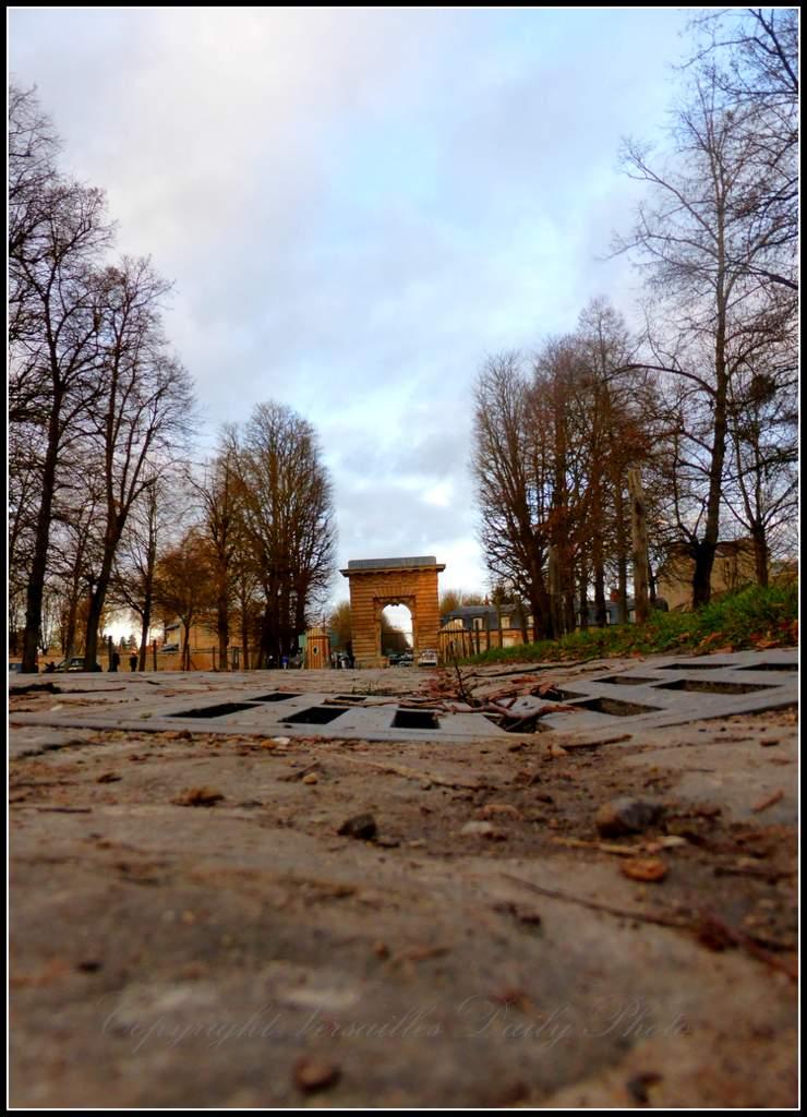 Versaillesdailyphoto blog lumi re du soir sur la porte for Porte saint antoine
