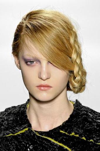 асиметрично Updo прическа със сплетена коса от Herchcovitch