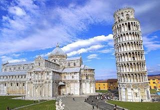 Почему Пизанская башня стоит под наклоном?