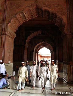 fieles en la mezquita