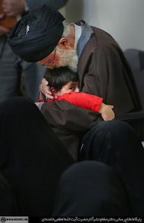 القيادة العليا للجيش الإيراني تستقبل عوائل الشهداء