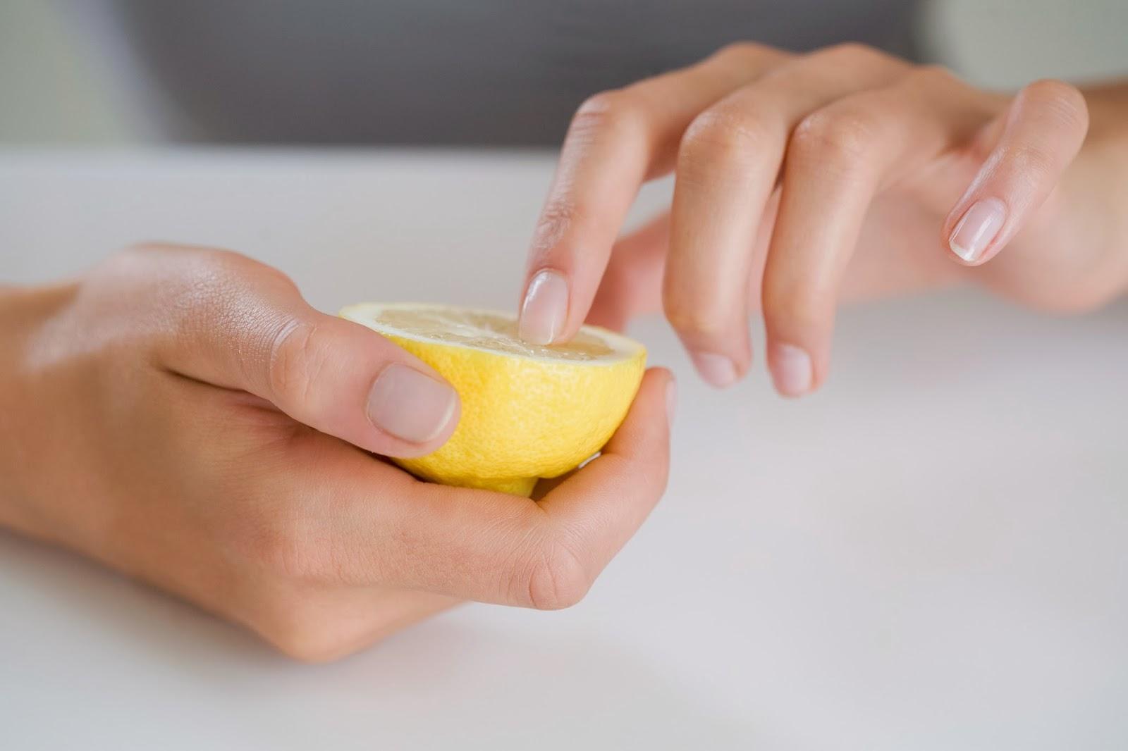 Чем отбелить кожу на руках в домашних условиях