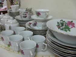 koleksi pinggan mangkuk lama.