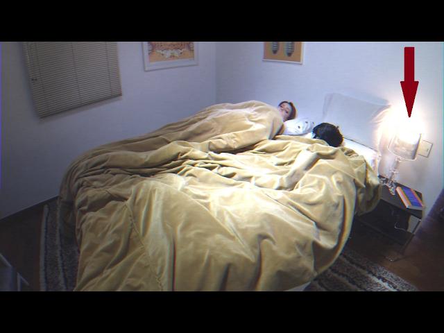 mesinha illusion e abajur Polaris - quarto da Sandy Leah no clipe Escolho você