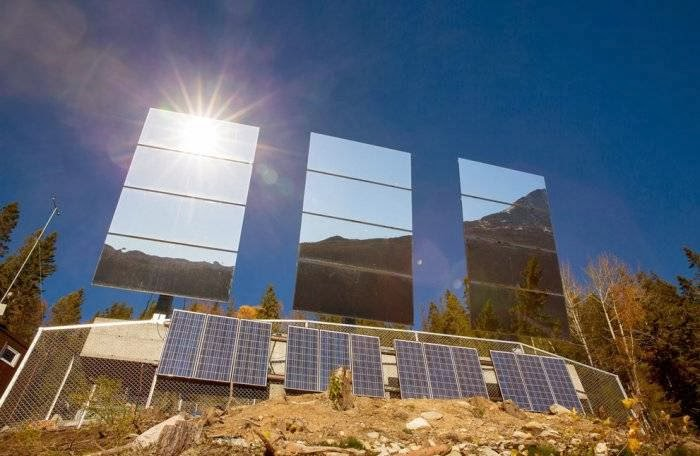 Heliostats, controlled by computer, will change the angle of reflection for maximum reflection of sunlight.