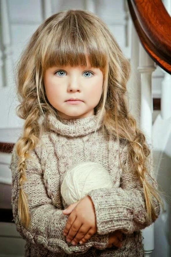 Děvčátko s klubíčkem