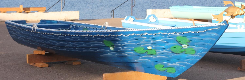 Деревянная самодельная лодка