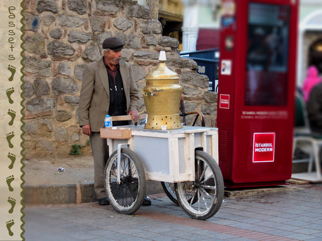 Vendedor Ambulante de Çay en Galata