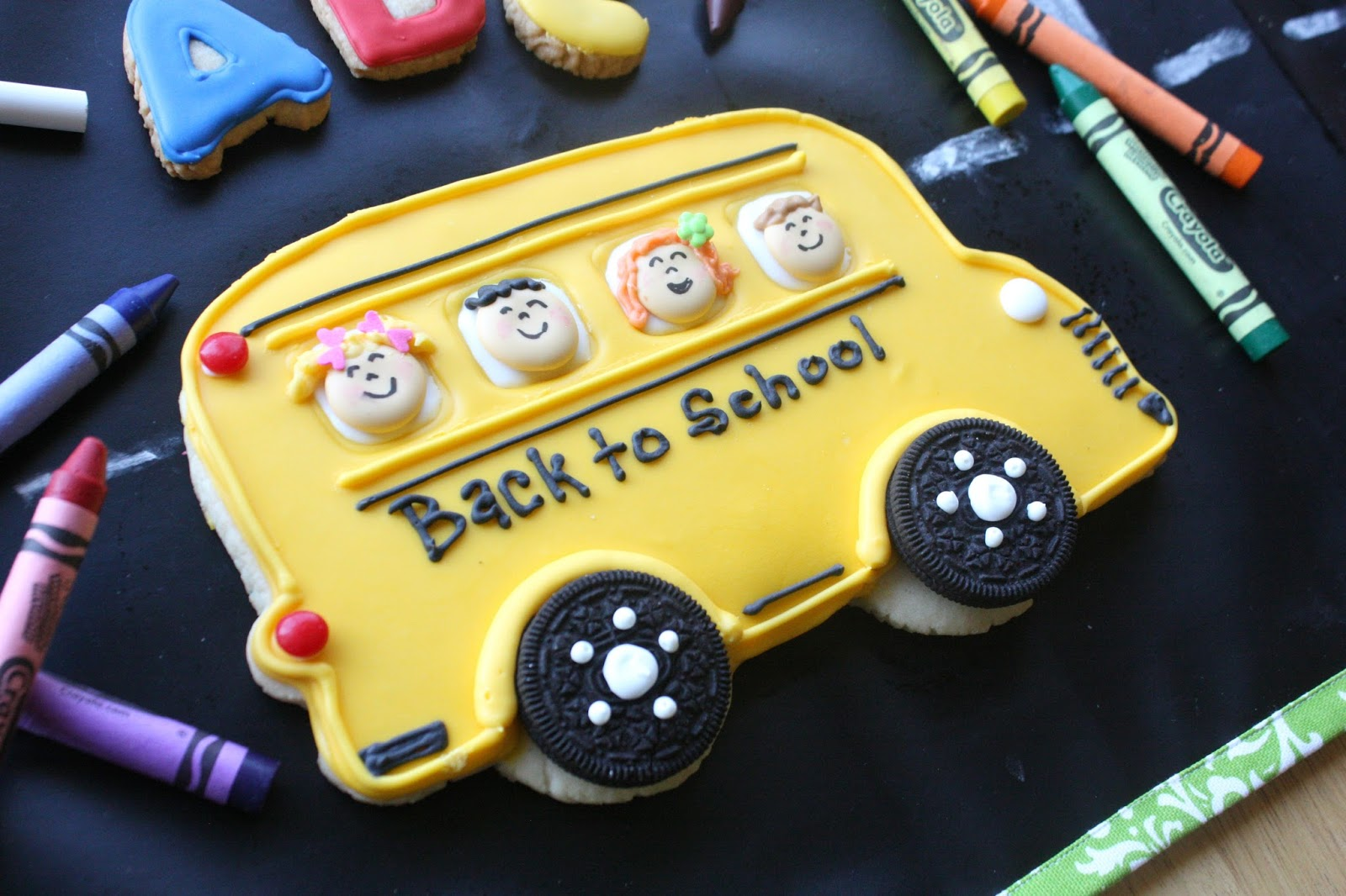 Munchkin Munchies Big Yellow School Bus Cookie