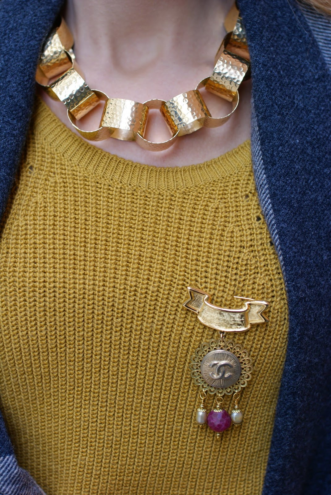 Vitti Ferria Contin necklace and Threatrebijoux Chanel inspired brooch on Fashion and Cookies fashion blog