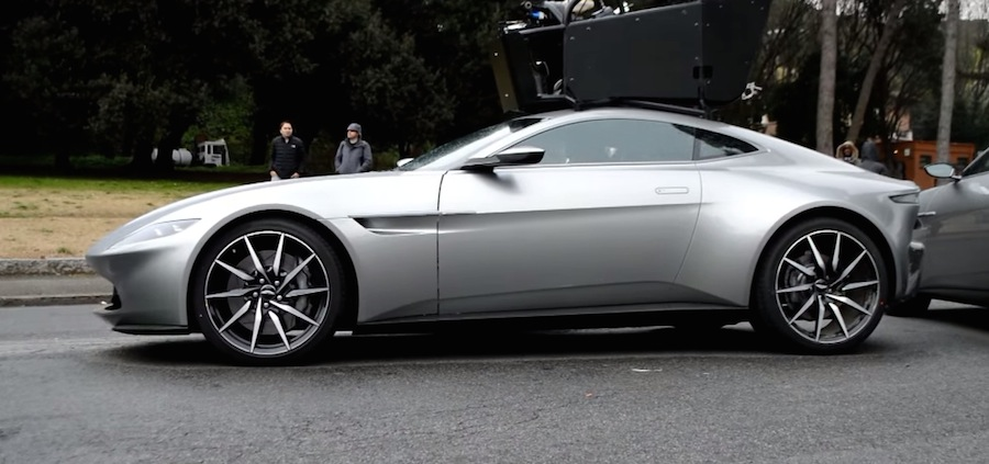 映画「007 SPECTRE」の撮影現場にアストンマーチンDB10が登場