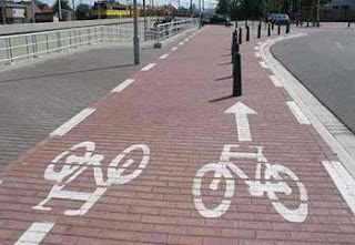 Funny picture: strange cycle path