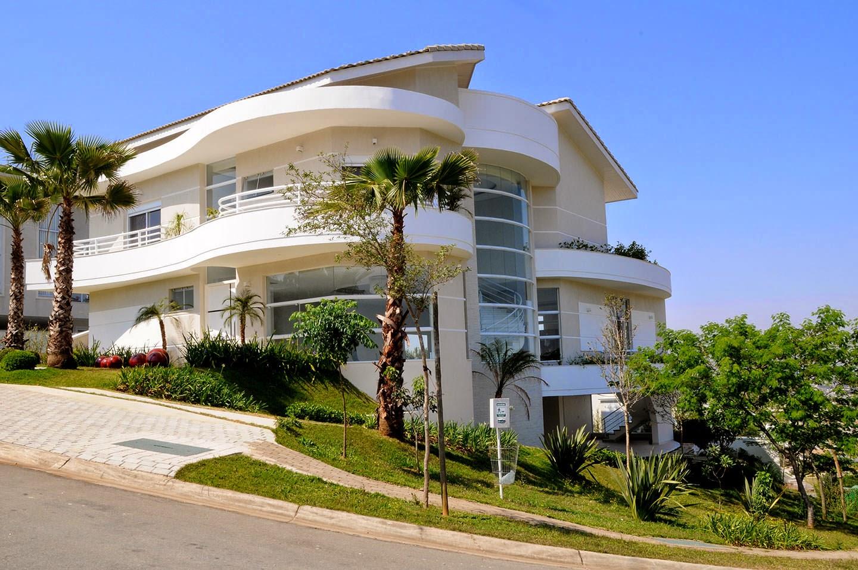 Fachadas de casas de esquina veja modelos modernos e for Casas contemporaneas en esquina