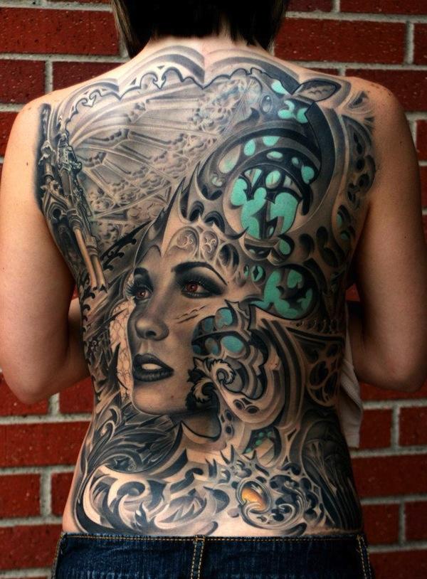 Tatuaje Biomecanico en la espalda de una chica